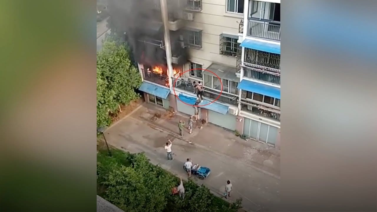 Photo of Neighbors here trying to save little girls from apartment fire [Video]