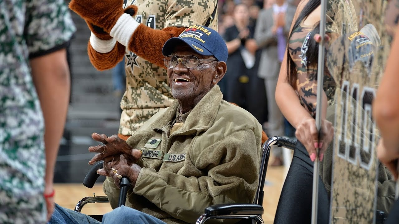 "Photo of The world's oldest living Man ""Richard Overton"" dies at age 112 [Video]"