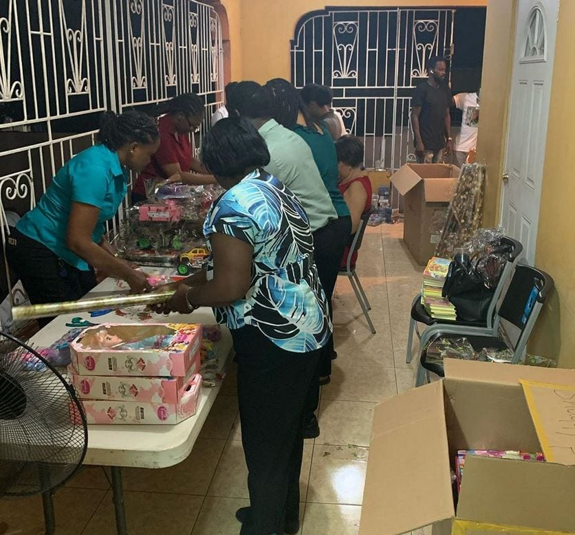 shaggy The Bustamante Hospital Children Welcomed Shaggy's Donation of Christmas Gifts